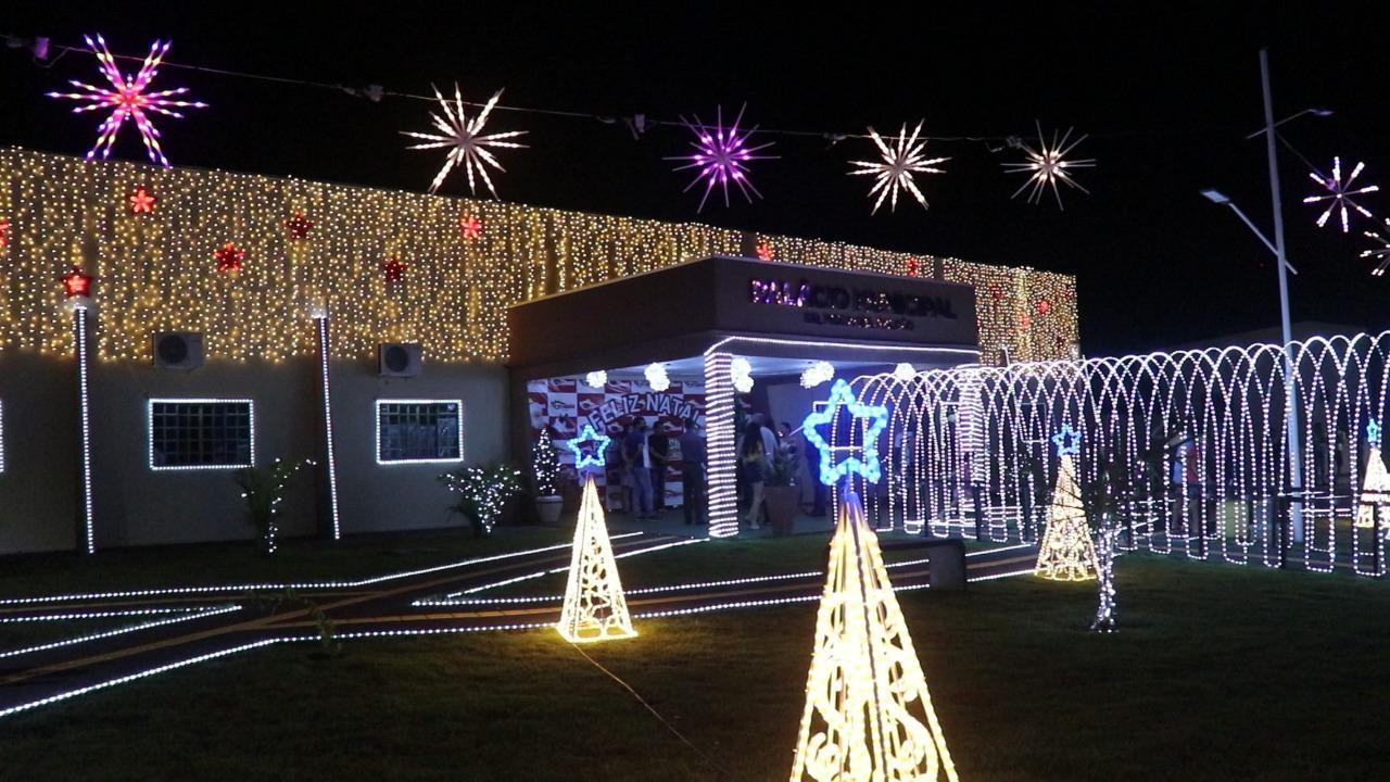 Prefeitura Municipal de Talismã inaugura iluminação de Natal no Palácio Dr. Mosaniel Falcão